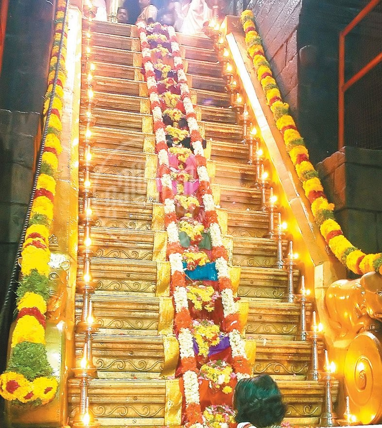 Sabarimala : Significance of 18 steps in the Ayyappa Swamy