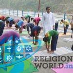 ऋषिकेश में 21 जून को 'अन्तरराष्ट्रीय योग दिवस' के लिये योगभ्यास