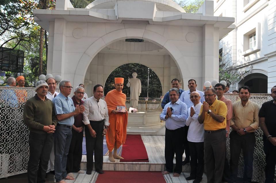 Mahant Swami Maharaj, the Head of Swami Narayan Temple visits Sadhu Vaswani Mission