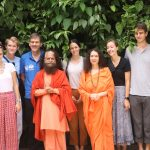 परमार्थ निकेतन में हिन्दी दिवस पर विदेशी सैलानियों को हिन्दी भाषा सिखाने की अनूठी पहल
