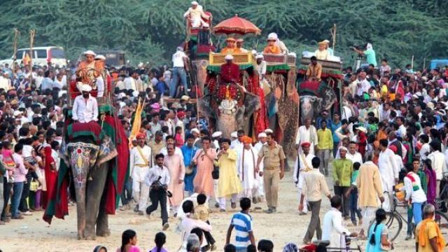 हाथी पर सवार होकर आते हैं काशी नरेश