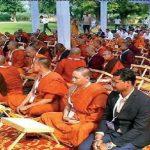 12 देशों के बौद्ध भिक्षुओं ने वट थाई बौद्ध टेंपल से निकाली शोभा यात्रा