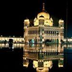 भारतीय सिखों ने करतारपुर साहिब गुरुद्वारे के दर्शन किए, सोने की पालकी स्थापित की